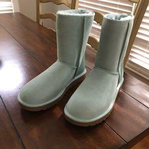 New UGG Classic Short II Boot- Sea Green Size 8